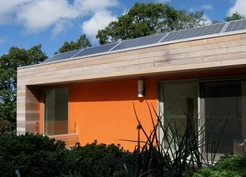 English Residence Solar House Panels (Massachusetts, USA)