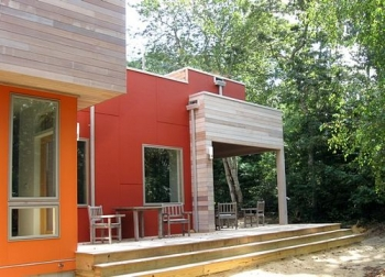 English Residence Solar House Outdoor Space (Massachusetts, USA)