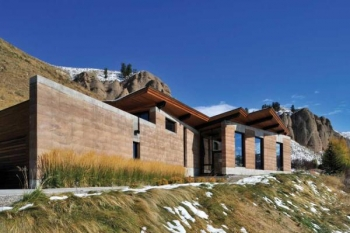Wyoming Rammed Earth Home (USA)
